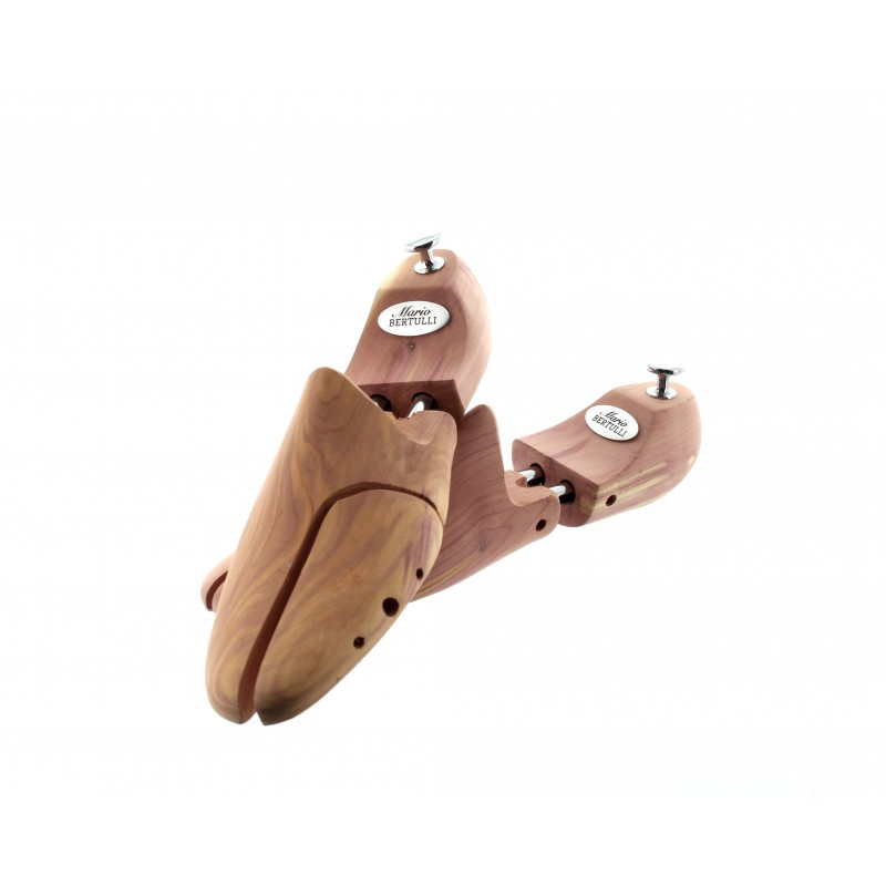 Ansicht Schuhspanner aus Natur-Zedernholz | Herrenschuhe – Mario Bertulli