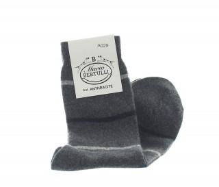 Vorderansicht  Gestreifte Socken aus Wolle und Kaschmir in Anthrazit | Herrenschuhe – Mario Bertulli