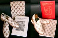Fabrication spéciale de chaussures grandissantes BERTULLI pour le Pape Jean-Paul II